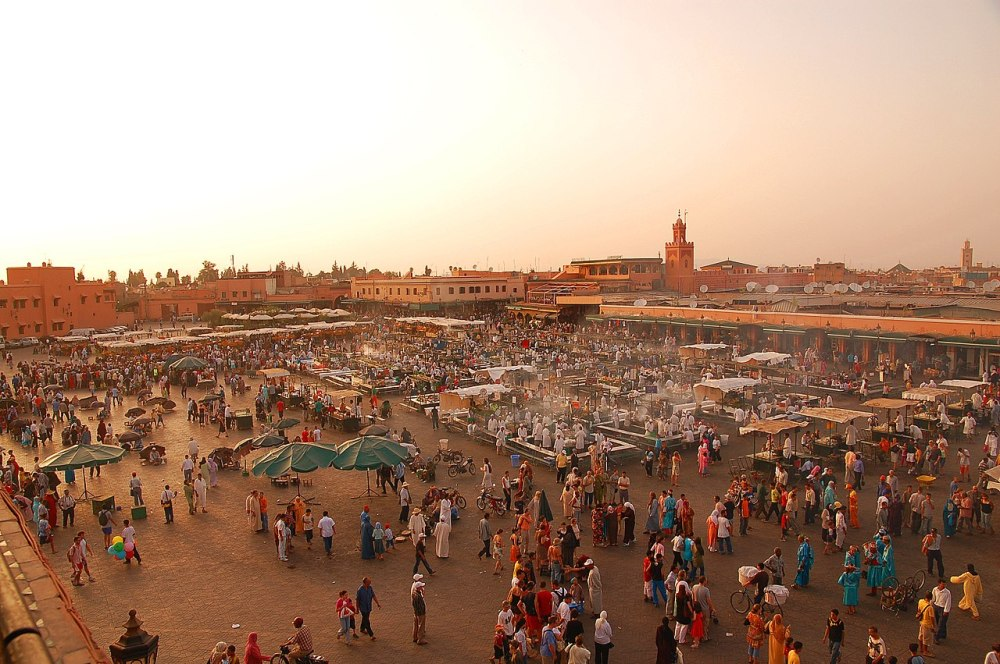 1280px-Maroc_Marrakech_Jemaa-el-Fna_Luc_Viatour